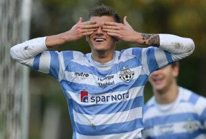 FODBOLD: Jannik Zimling (FC Helsingør) jubler efter sin scoring til 2-0 under kampen i 2. Division Øst mellem Boldklubben Frem og FC Helsingør den 8. november 2014 i Valby Idrætspark. Foto: Claus Birch
