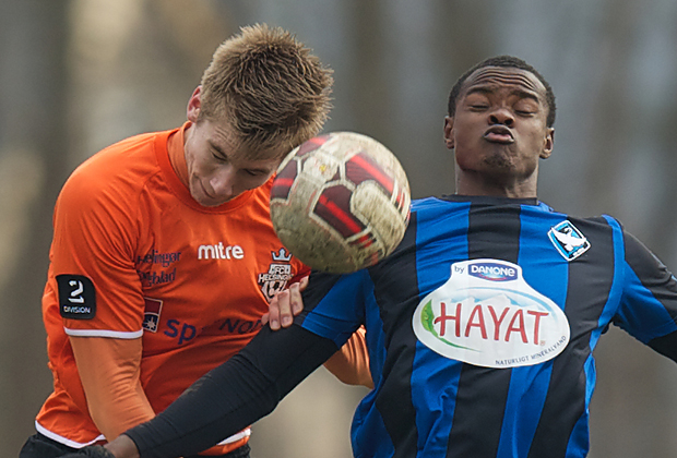 Mads Danekilde (FC Helsingør) og Brandao (HB Køge) under træningskampen mellem HB Køge og FC Helsingør den 7. marts 2015 i Køge. Foto: Claus Birch