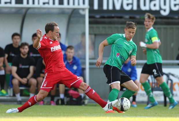 FOOTBALL: AndrŽ Riel (FC Helsing¿r) is tackled by David Vaughan (Nottingham Forest) during the pre-season match between FC Helsing¿r and Nottingham Forest at Helsing¿r Stadion on July 14, 2015 in Helsing¿r, Denmark. Photo: Claus Birch / ClausBirch.dk