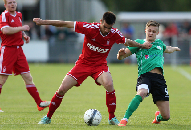 FOOTBALL: Roger Riera (Nottingham Forest) is challenged by AndrŽ Riel (FC Helsing¿r) during the pre-season match between FC Helsing¿r and Nottingham Forest at Helsing¿r Stadion on July 14, 2015 in Helsing¿r, Denmark. Photo: Claus Birch / ClausBirch.dk