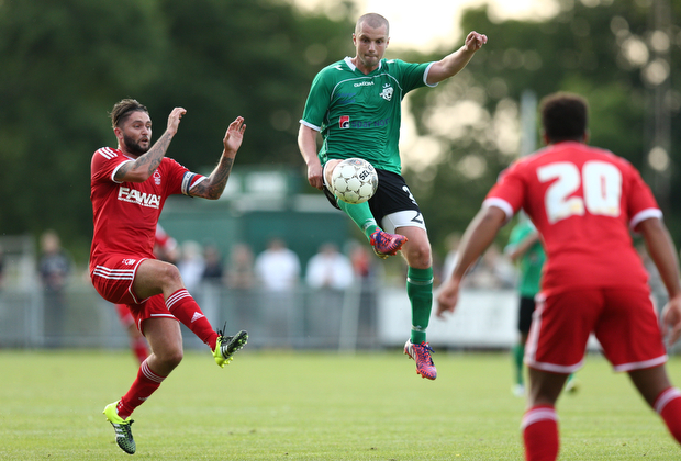 FOOTBALL: Klaus Lykke (FC Helsing¿r) is challenged by /Henri Lansbury (Nottingham Forest) during the pre-season match between FC Helsing¿r and Nottingham Forest at Helsing¿r Stadion on July 14, 2015 in Helsing¿r, Denmark. Photo: Claus Birch / ClausBirch.dk