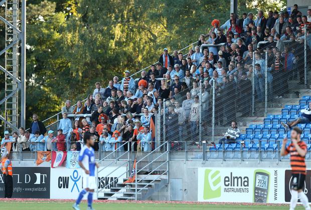 FODBOLD: FC Helsing¿r-fans under kampen i Bet25 Ligaen mellem Lyngby Boldklub og FC Helsing¿r den 28. august 2015 pŒ Lyngby Stadion. Foto: Claus Birch