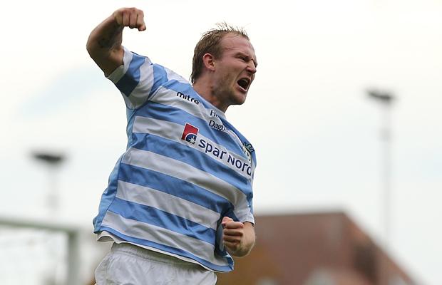 Morten Smidt (FC Helsing¯r) fejrer sin f¯rste scoring.