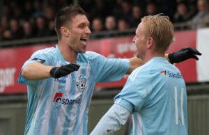 Nick Andersen (tv) og Jonathan Nielsen (begge FC Helsing¯r) jubler over scoring.