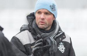 FODBOLD: Cheftræner Christian Lønstrup (FC Helsingør) i pausen af træningskampen mellem Lyngby Boldklub og FC Helsingør den 24. januar 2015 ved Lyngby Stadion. Foto: Claus Birch