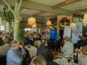 FODBOLD: Cheftræner Christian Lønstrup ved et velbesøgt sponsorarrangement på Restaurant Ciao Ciao før kampen i 2. Division Øst mellem FC Helsingør og Boldklubben Frem den 10. maj 2015 på Helsingør Stadion. Foto: Claus Birch